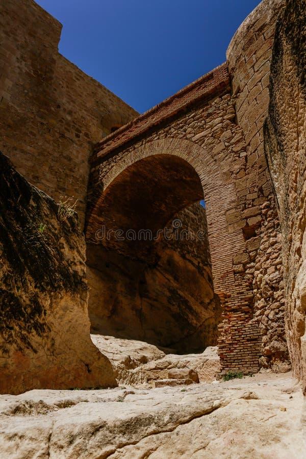 Παλαιό κάστρο που ανοίγει σε ένα κάστρο στοκ φωτογραφία με δικαίωμα ελεύθερης χρήσης