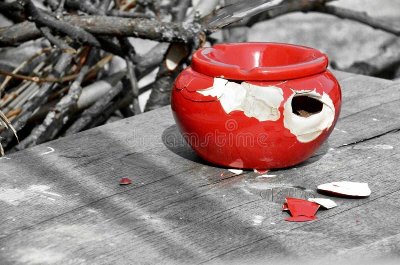 Παλαιό καταπληκτικό ashtray στοκ φωτογραφία με δικαίωμα ελεύθερης χρήσης