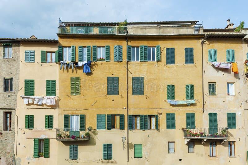 Παλαιό κατοικημένο κτήριο στη Σιένα, Τοσκάνη, Ιταλία στοκ εικόνες