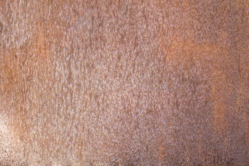Παλαιό καφετί γκρίζο σκουριασμένο φύλλο μετάλλων με τα σημεία Σύσταση τραχιάς επιφάνειας στοκ φωτογραφία με δικαίωμα ελεύθερης χρήσης