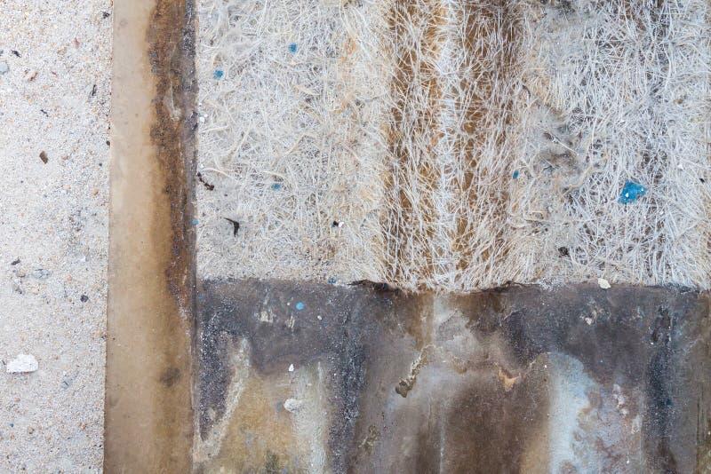 Παλαιό κεραμίδι υλικού κατασκευής σκεπής του γυαλιού ινών στοκ εικόνες