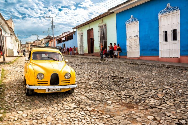 Παλαιό κλασικό αμερικανικό αυτοκίνητο σε μια οδό του Τρινιδάδ Κούβα στοκ φωτογραφία