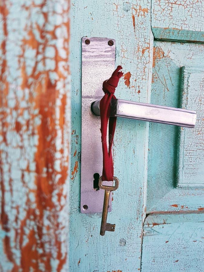 Παλαιό κλειδί πορτών στοκ εικόνες
