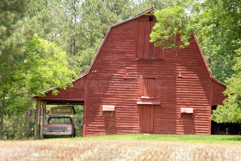 παλαιό κόκκινο σιταποθηκών στοκ φωτογραφία με δικαίωμα ελεύθερης χρήσης