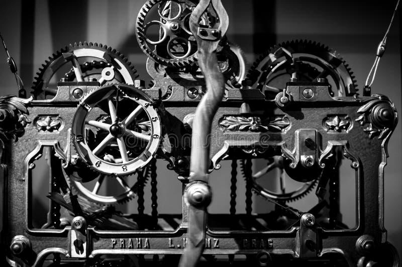 Παλαιό μηχανικό ρολόι που σημειώνει ακόμα στοκ εικόνες