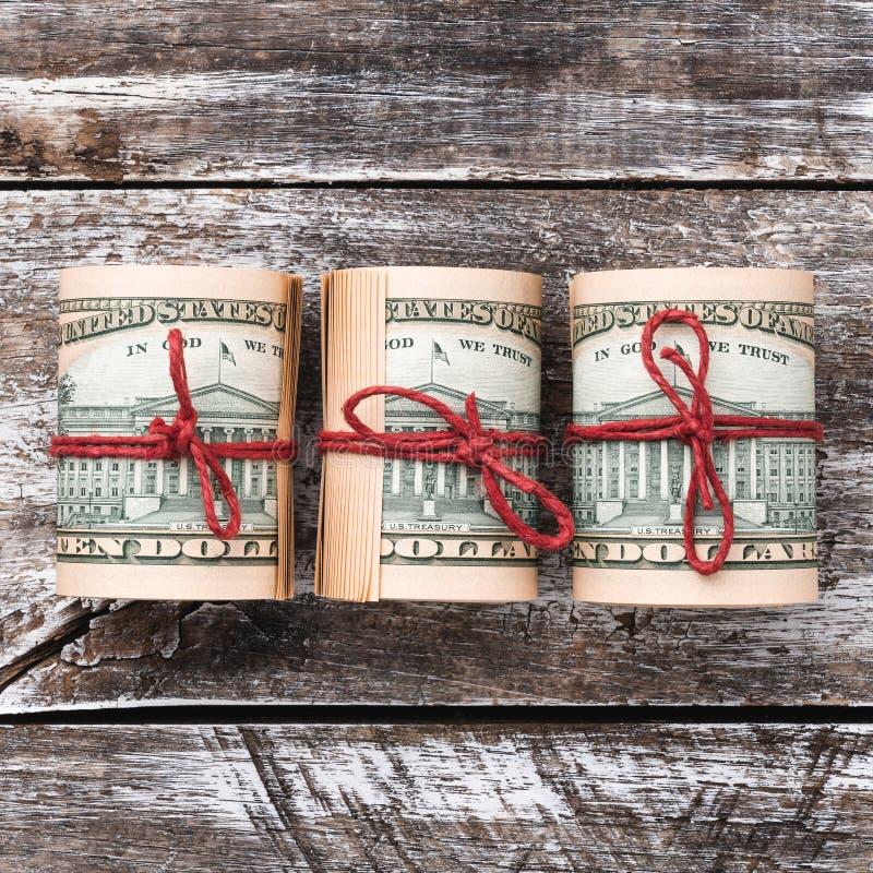 Παλαιό ξύλινο υπόβαθρο, αμερικανικά χρήματα Τοπ όψη Επιχείρηση και κίνδυνος Διάστημα για το κείμενο Τετραγωνική κάρτα Χριστουγένν στοκ φωτογραφίες με δικαίωμα ελεύθερης χρήσης
