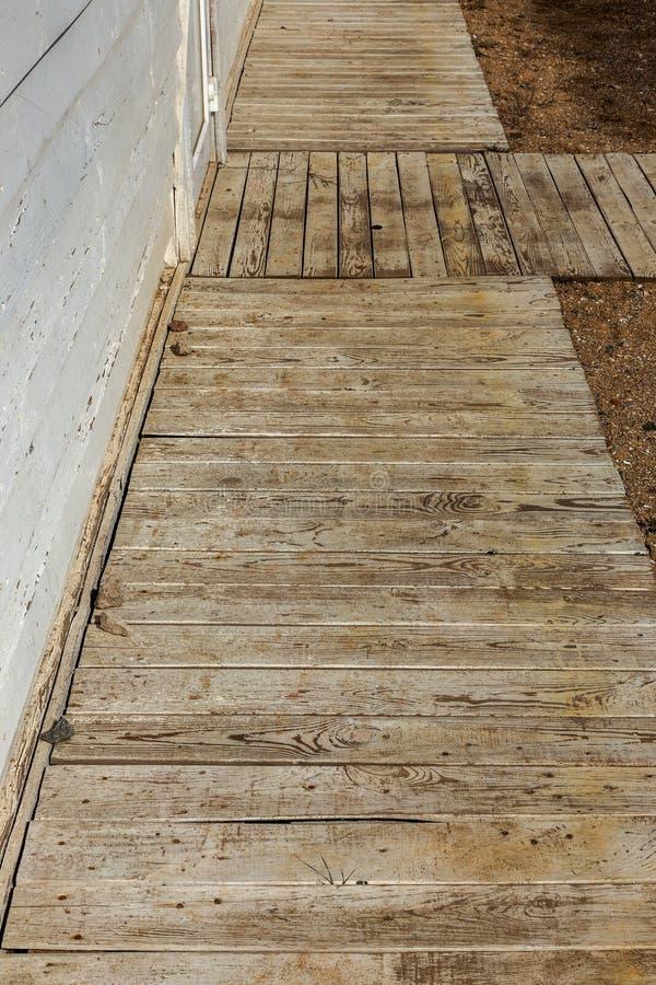 Παλαιό ξύλινο υπόβαθρο των άσπρων shabby χρωματισμένων ξύλινων σανίδων Υπόβαθρο του παλαιού χρωματισμένου ξύλου σύστασης σαν βάση στοκ εικόνα με δικαίωμα ελεύθερης χρήσης
