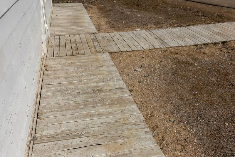 Παλαιό ξύλινο υπόβαθρο των άσπρων shabby χρωματισμένων ξύλινων σανίδων Υπόβαθρο του παλαιού χρωματισμένου ξύλου σύστασης σαν βάση στοκ φωτογραφία με δικαίωμα ελεύθερης χρήσης