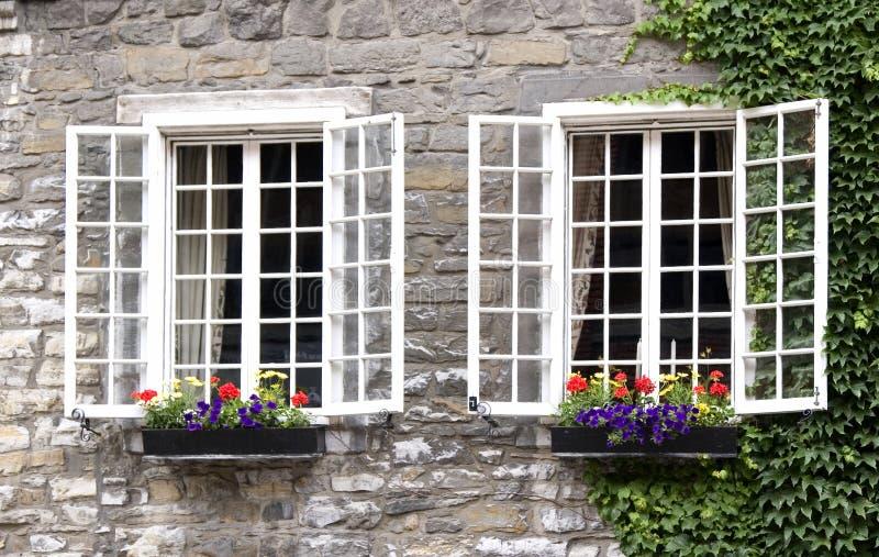 παλαιό παράθυρο του Μόντρ&epsi στοκ εικόνες