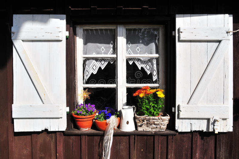 παλαιό παράθυρο υπόστεγω στοκ φωτογραφίες με δικαίωμα ελεύθερης χρήσης