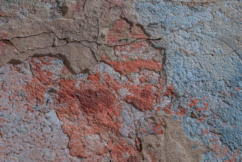 Παλαιό πελεκημένο ασβεστοκονίαμα στο συμπαγή τοίχο, πελεκημένο χρώμα, σύσταση, υπόβαθρο στοκ εικόνες