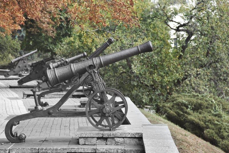 Παλαιό πυροβόλο στην πόλη στοκ εικόνες με δικαίωμα ελεύθερης χρήσης