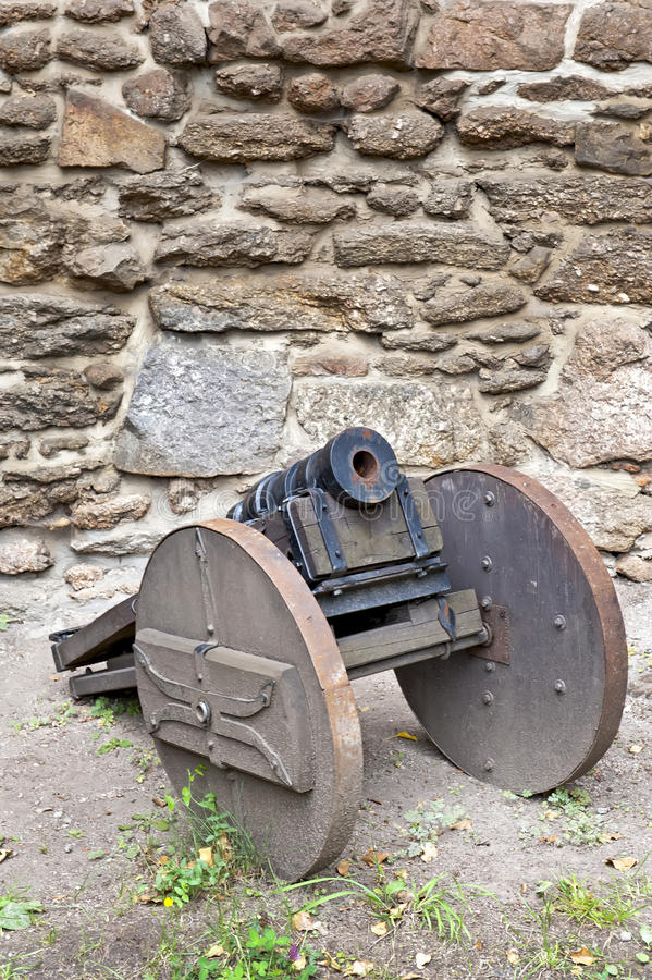 Παλαιό πυροβόλο στοκ εικόνες με δικαίωμα ελεύθερης χρήσης
