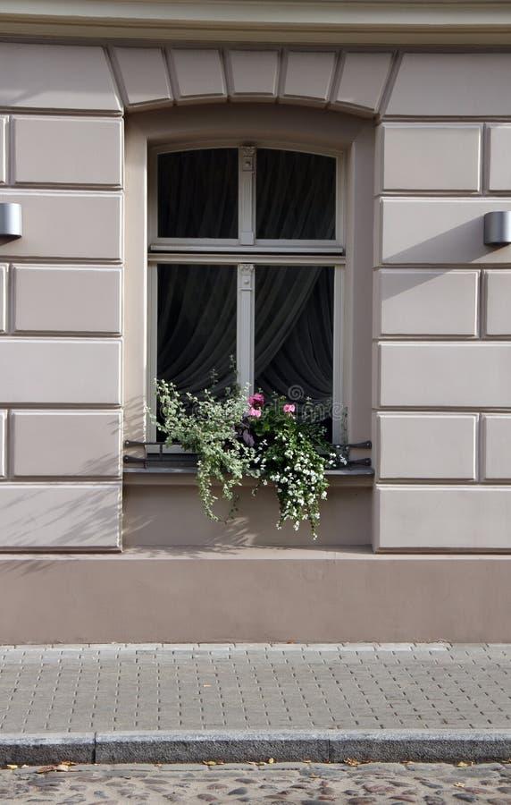 παλαιό πόλης παράθυρο στοκ εικόνες