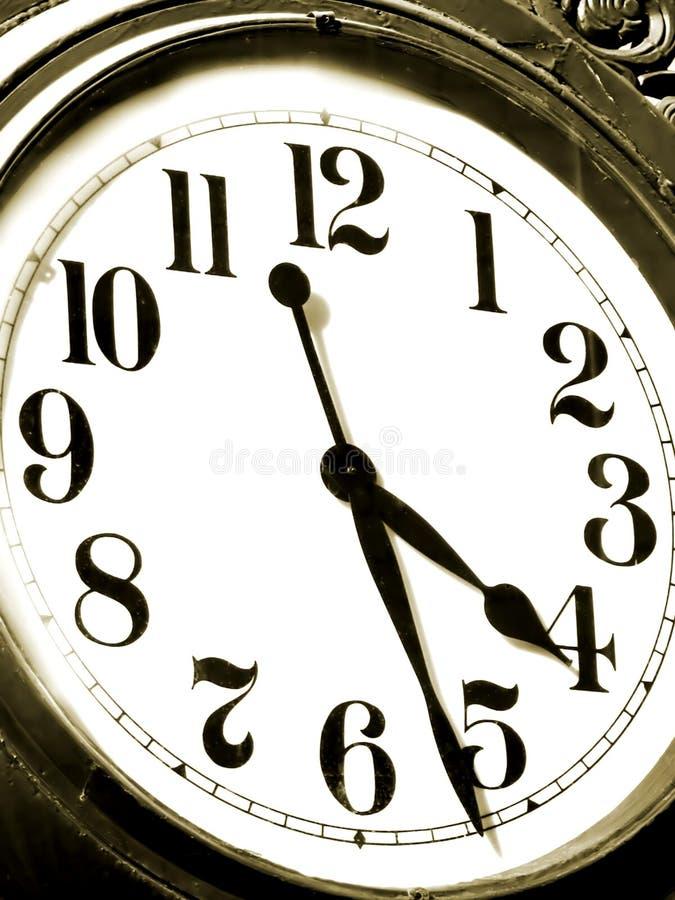 Download παλαιό ρολόι στοκ εικόνες. εικόνα από κομμάτι, χέρι, σέπια - 104798