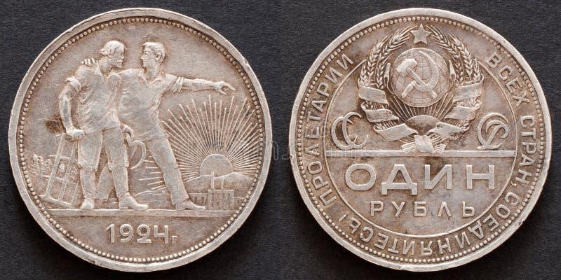 Παλαιό ρωσικό ασημένιο νόμισμα ένα ρούβλι 1924 από τις πλευρές bouth στο μαύρο υπόβαθρο στοκ εικόνες με δικαίωμα ελεύθερης χρήσης