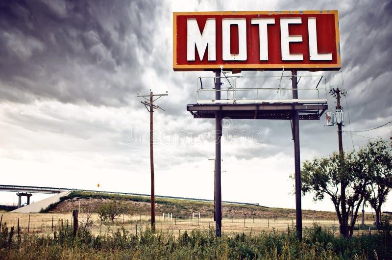 Παλαιό σημάδι μοτέλ στη διαδρομή 66, ΗΠΑ στοκ εικόνες