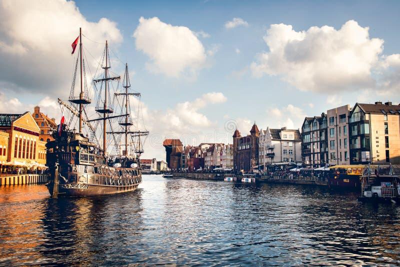 Παλαιό σκάφος στο λιμάνι της πόλης του Γντανσκ στην Πολωνία στοκ εικόνες