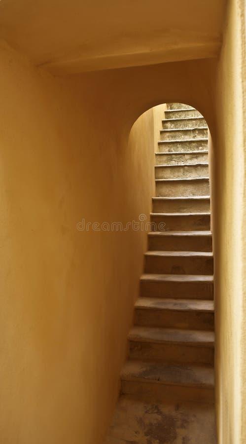 παλαιό σκαλοπάτι στοκ φωτογραφία με δικαίωμα ελεύθερης χρήσης