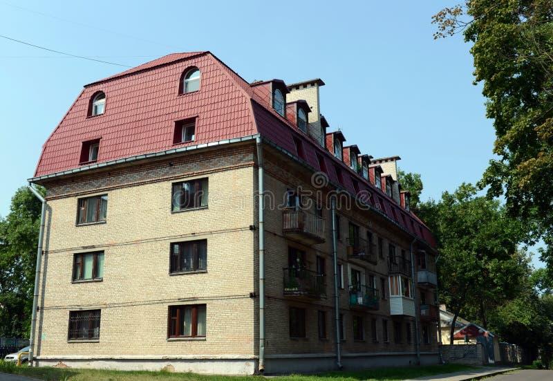 Παλαιό σπίτι τούβλου με μια οικιστική σοφίτα στην οδό Bogdan Khmelnitsky στο Βιτσέμπσκ στοκ εικόνες με δικαίωμα ελεύθερης χρήσης