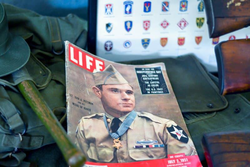 Παλαιό στρατιωτικό περιοδικό ζωής στην επίδειξη στοκ φωτογραφία