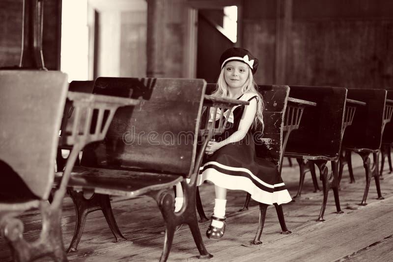 παλαιό σχολείο κοριτσιώ& στοκ φωτογραφία με δικαίωμα ελεύθερης χρήσης