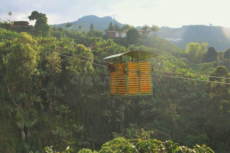 Παλαιό τελεφερίκ στα κολομβιανά βουνά στοκ εικόνες