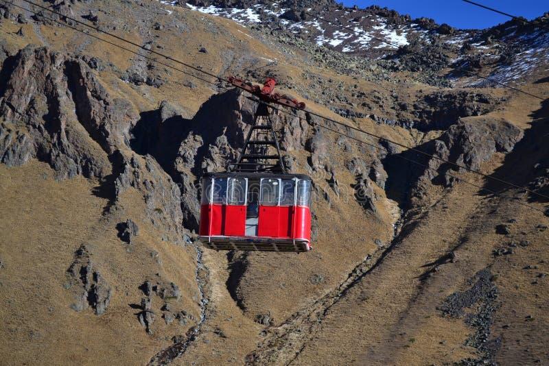 Παλαιό τελεφερίκ στο υποστήριγμα Elbrus στοκ φωτογραφίες