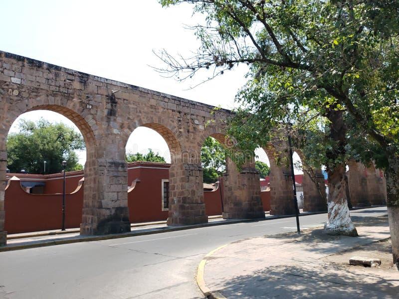 παλαιό υδραγωγείο στην πόλη του Μορέλια, Michoacan, του ταξιδιού και του τουρισμού στο Μεξικό στοκ φωτογραφίες