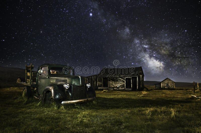 Παλαιό φορτηγό της Ford στη πόλη-φάντασμα σώματος στοκ φωτογραφία