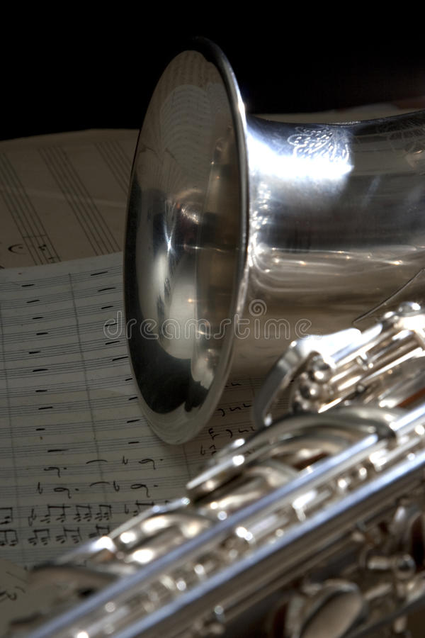 Download παλαιό φύλλο Saxophone μουσικής Στοκ Εικόνες - εικόνα από εικόνα, οριζόντιος: 13178728