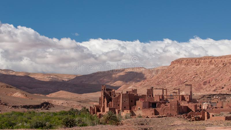 Παλαιό χωριό Kasbah στην έρημο του Μαρόκου στοκ εικόνα με δικαίωμα ελεύθερης χρήσης