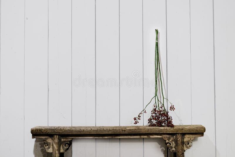 Παλιό παγκάκι με μπρένς στοκ φωτογραφία με δικαίωμα ελεύθερης χρήσης