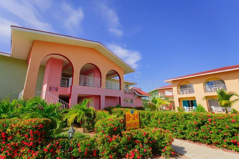 Πανέμορφη άποψη των κτηρίων και των λόγων θερέτρου στο κλίμα μπλε ουρανού την ηλιόλουστη ημέρα στοκ φωτογραφίες με δικαίωμα ελεύθερης χρήσης