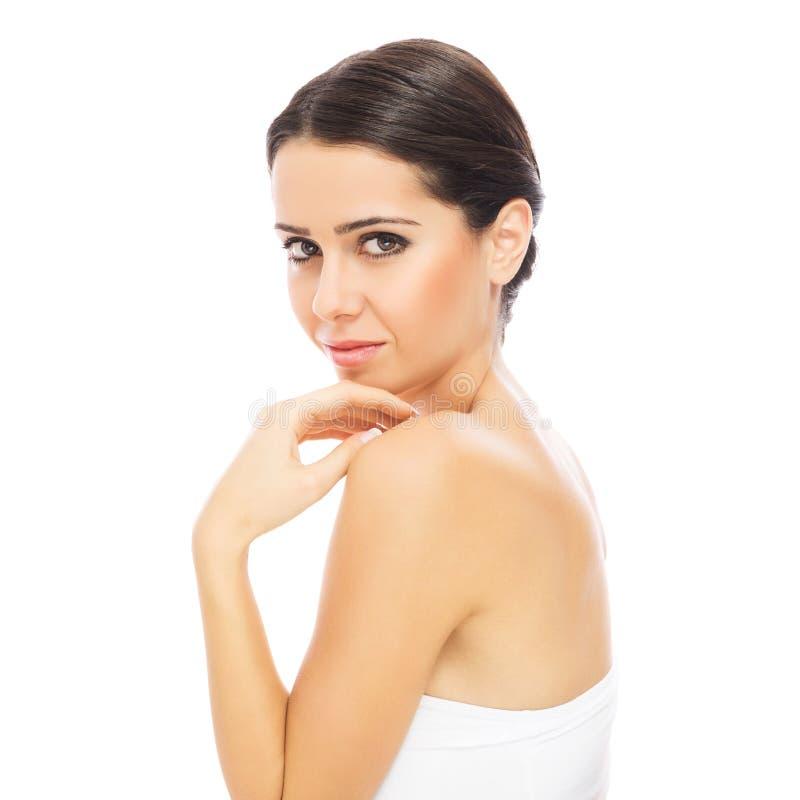 Πανέμορφη νέα γυναίκα brunette με το τέλειο δέρμα στοκ φωτογραφία με δικαίωμα ελεύθερης χρήσης