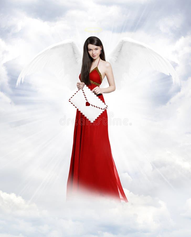 Άγγελος αγάπης με την επιστολή στοκ εικόνα με δικαίωμα ελεύθερης χρήσης