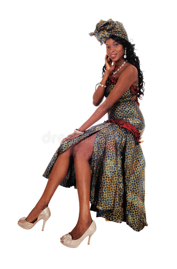 Πανέμορφη συνεδρίαση γυναικών αφροαμερικάνων στοκ εικόνες