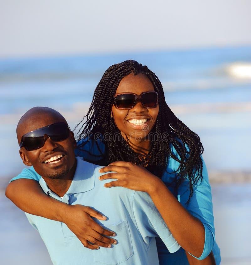 Πανέμορφο ευτυχές ζεύγος στοκ εικόνες με δικαίωμα ελεύθερης χρήσης