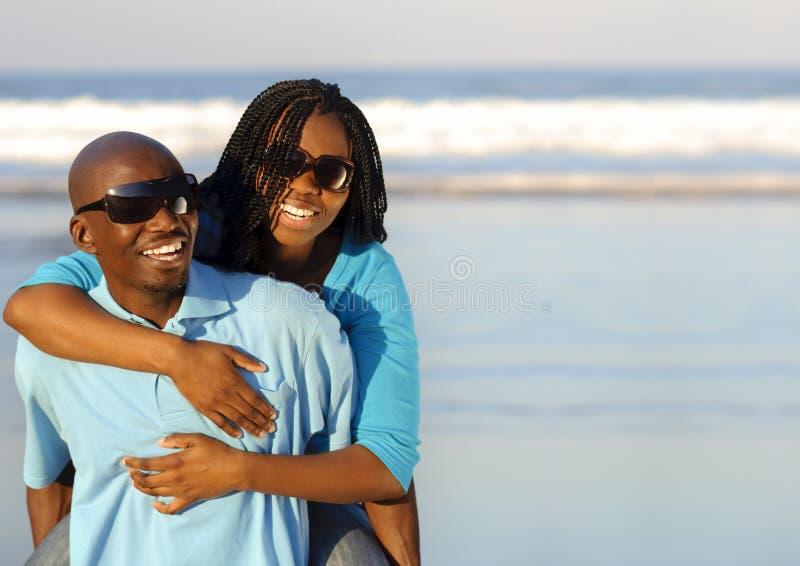 Πανέμορφο ευτυχές ζεύγος στοκ φωτογραφίες