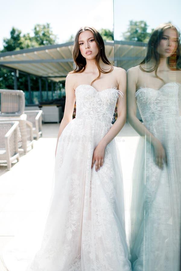 Πανέμορφο πορτρέτο νυφών ομορφιάς νέο Όμορφη νύφη με το γάμο makeup στοκ φωτογραφίες με δικαίωμα ελεύθερης χρήσης