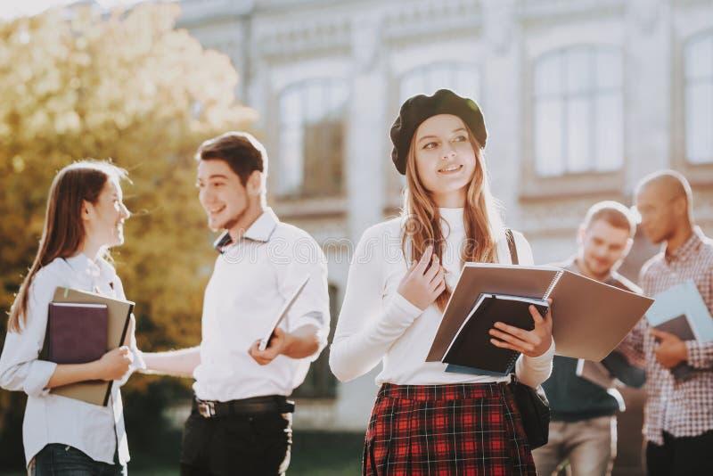 πανεπιστήμιο Γνώση Redhead Καφές Ευτυχής στοκ φωτογραφία
