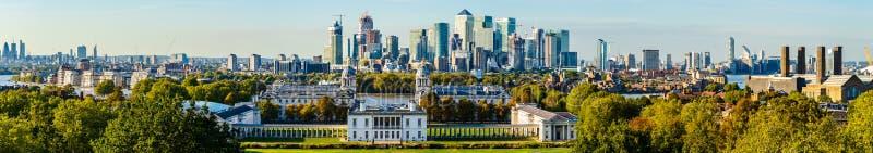 Πανεπιστήμιο του Γκρήνουιτς και η πόλη του Λονδίνου, UK στοκ εικόνες
