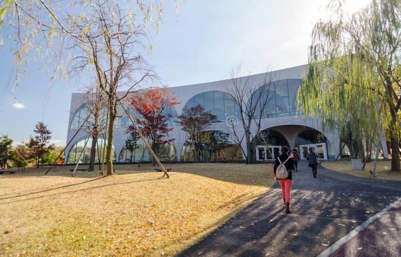 Πανεπιστημιακή βιβλιοθήκη τέχνης Tama, Τόκιο, Ιαπωνία στοκ εικόνες
