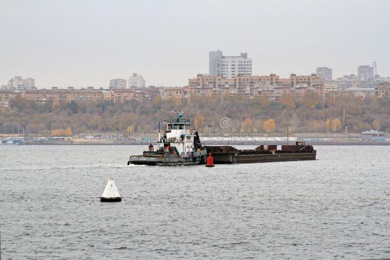 Πανιά βαρκών ` rt-314 ` προωθητών κατά μήκος του Βόλγα στο Βόλγκογκραντ στοκ εικόνα