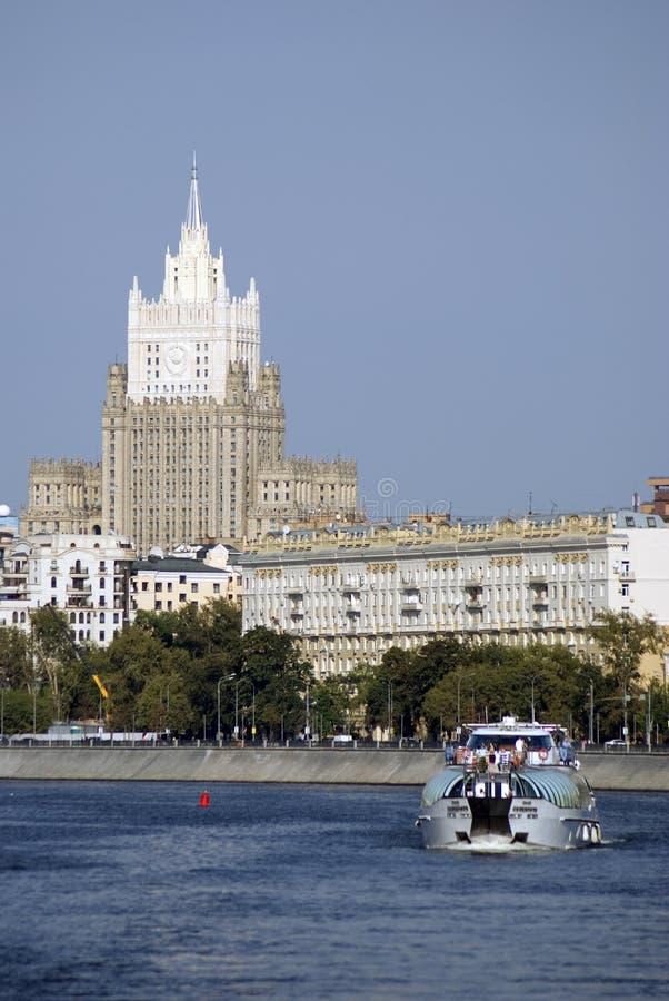Πανιά γιοτ κρουαζιέρας στο κέντρο πόλεων της Μόσχας στοκ φωτογραφίες με δικαίωμα ελεύθερης χρήσης