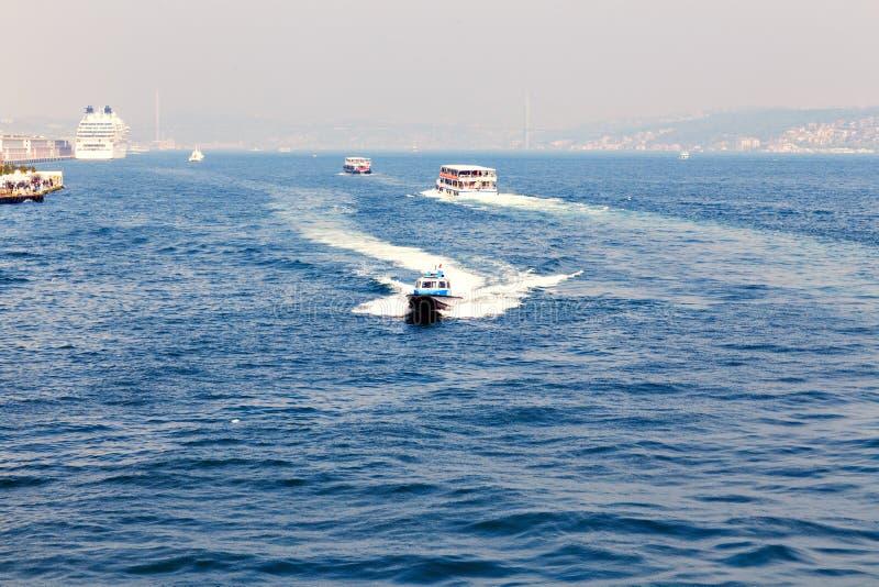Πανιά Bosphorus σκαφών μεταφορών στοκ φωτογραφία