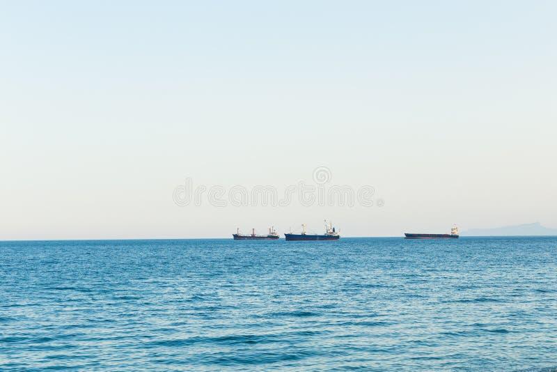 Πανιά Bosphorus σκαφών μεταφορών στοκ εικόνα με δικαίωμα ελεύθερης χρήσης