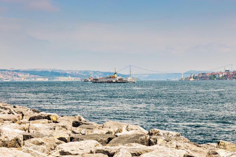 Πανιά Bosphorus σκαφών μεταφορών στοκ εικόνες