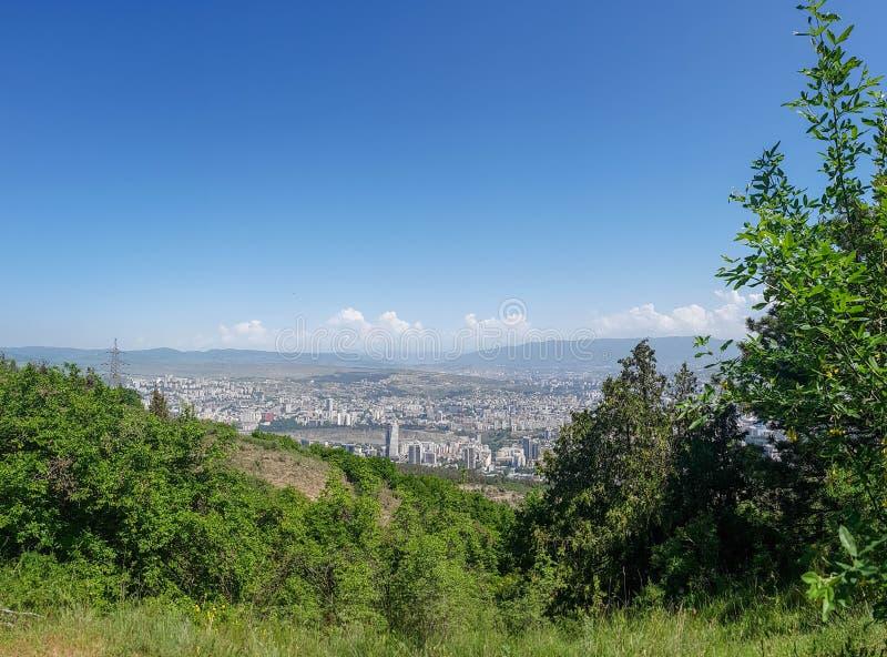 Πανοραμική άποψη από την κορυφή του υποστηρίγματος Mtatsminda που αγνοεί το της Γεωργίας κύριο Tbilisi, Γεωργία στοκ εικόνες