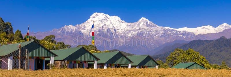 Πανοραμική άποψη βουνών Annapurna από το αυστραλιανό στρατόπεδο Νεπάλ βάσεων στοκ εικόνες
